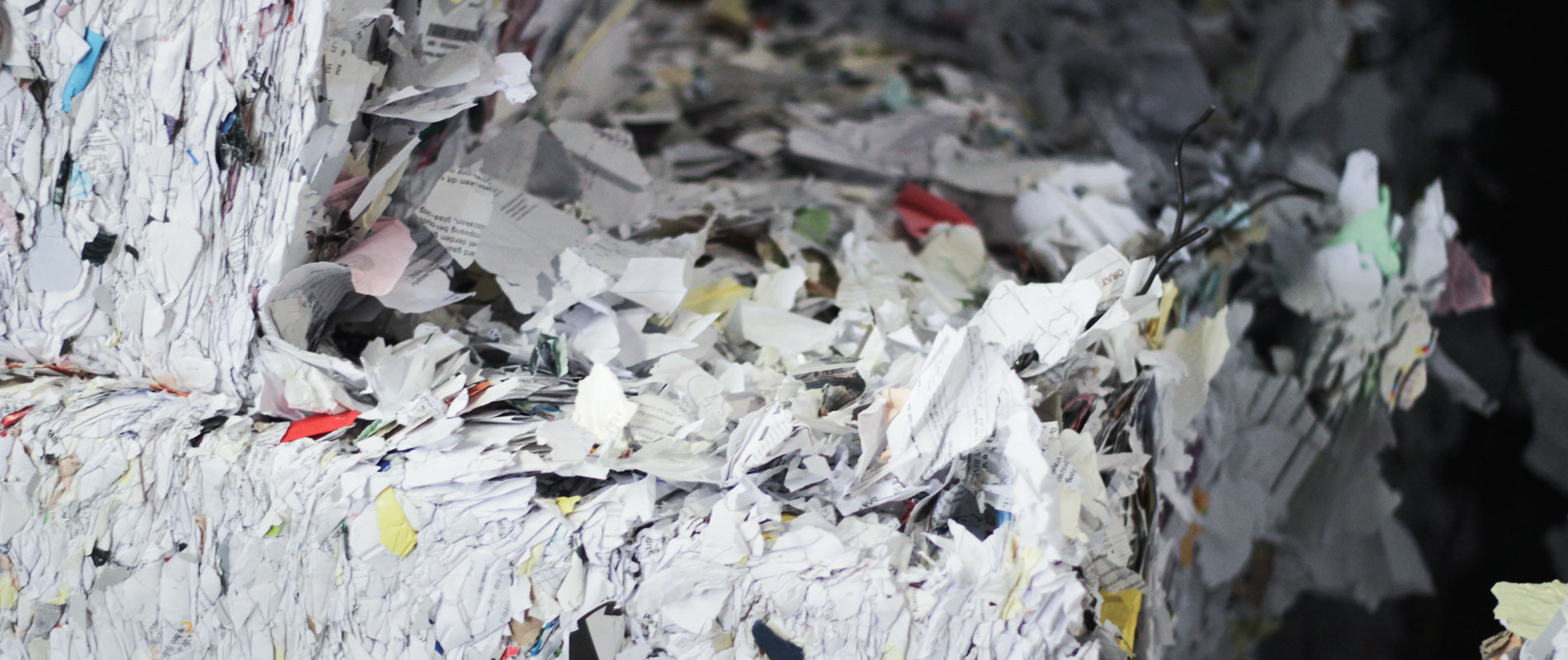 balen-met-versnipperd-vertrouwelijk-papier