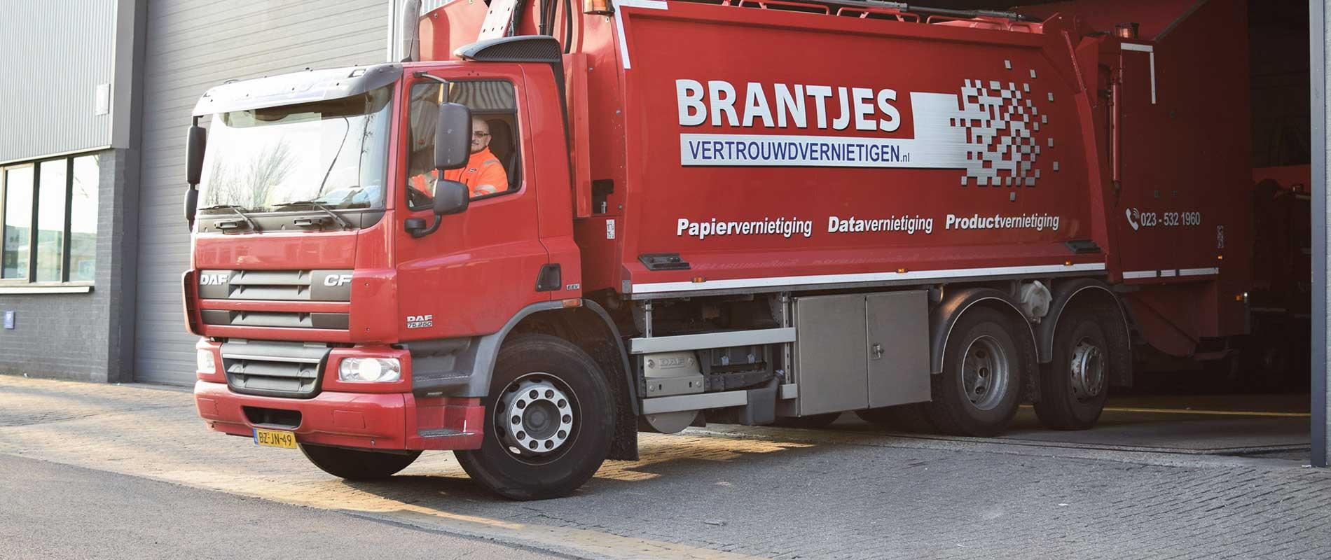 beveiligde-vrachtwagen-papiervernietiging-archiefvernietiging-brantjes-uitgelicht-low