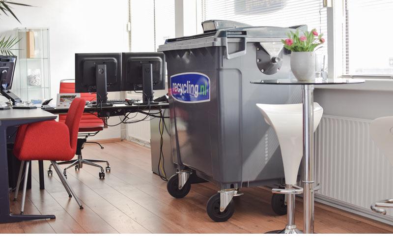 beveiligde-papiercontainer-op-kantoor-voor-papiervernietiging
