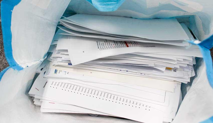oude-administratie-papieren-in-boodschappentas